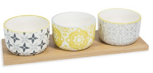 http://www.maisonsdumonde.com/FR/fr/produits/fiche/plateau-aperitif-3-bols-en-faience-yellow-159443.htm